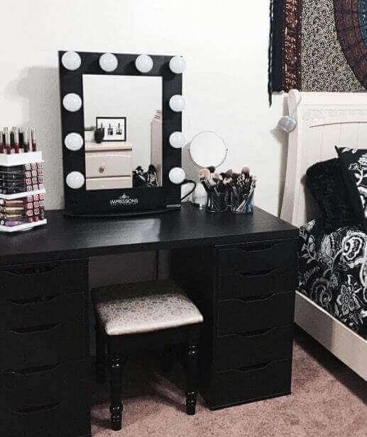 DIY Bold Vanity Mirror with Lights - Harptimes.com