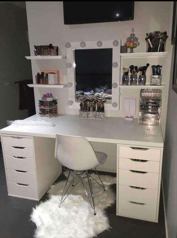 DIY Girly WhiteVanity Mirror with Lights - Harptimes.com