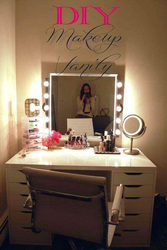 DIY Makeup Vanity Mirror with Lights Ideas - Harptimes.com
