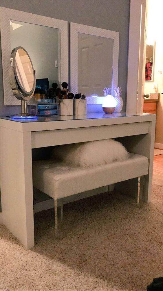 DIY Vanity Mirror with with Egg-Like Lights - Harptimes.com