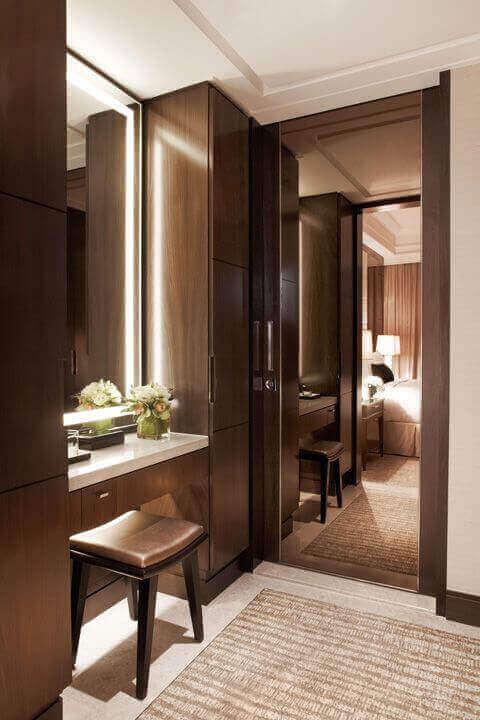Modern and Elegant DIY Mirror Vanity with Lights - Harptimes.com